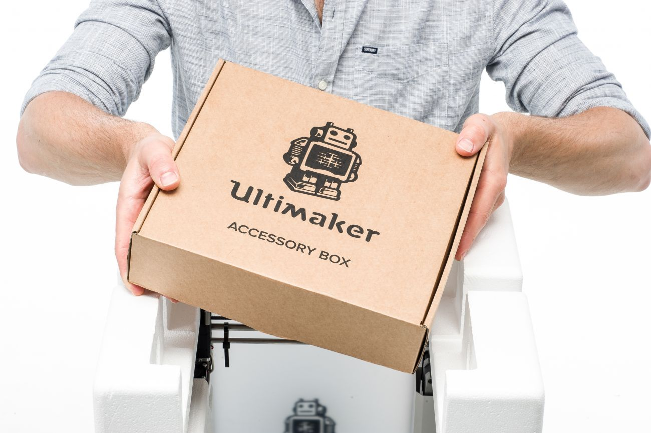 Ultimaker2__unboxing_remove_accessories.jpeg
