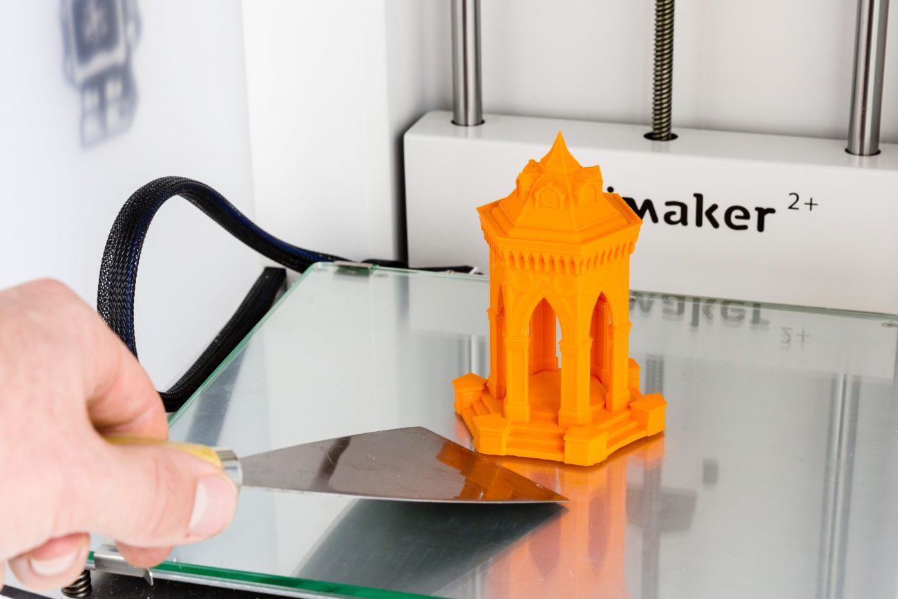 Printing_with_Ultimaker2__Removing_print.jpg