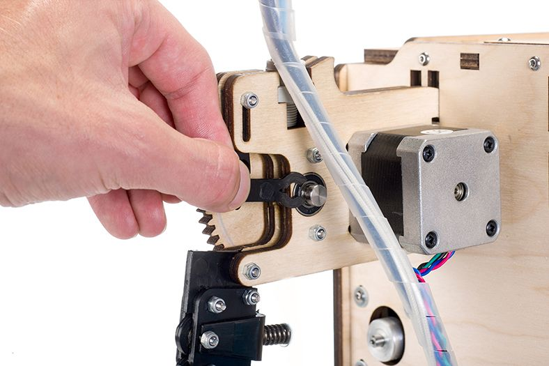 Cleaning_UltimakerOriginal_feeder_Loosening_the_lever.jpg
