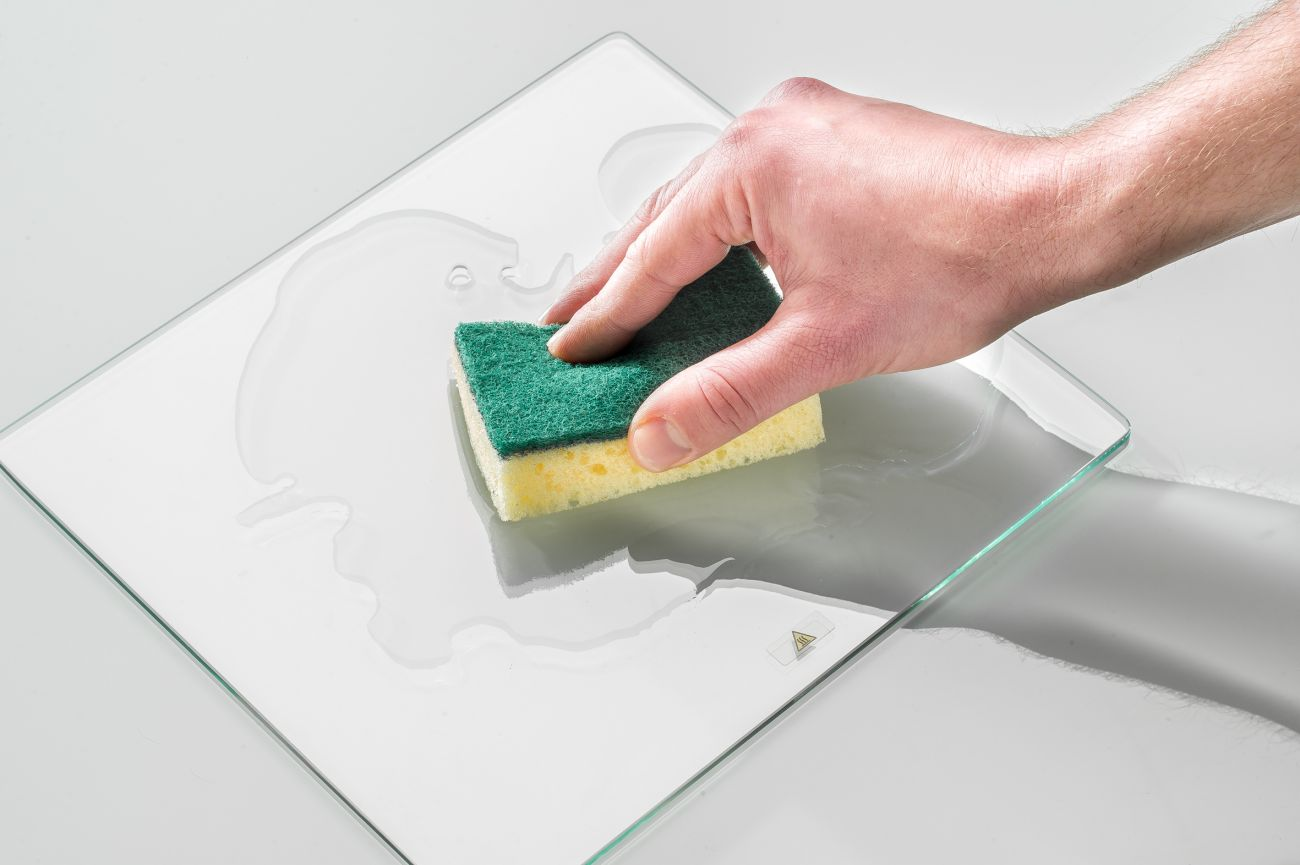 How_to_use_adhesion_sheets_for_Ultimaker2__Wet_glass_plate.jfif